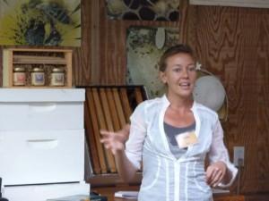 Jenny Bach teaching beekeeping workshop